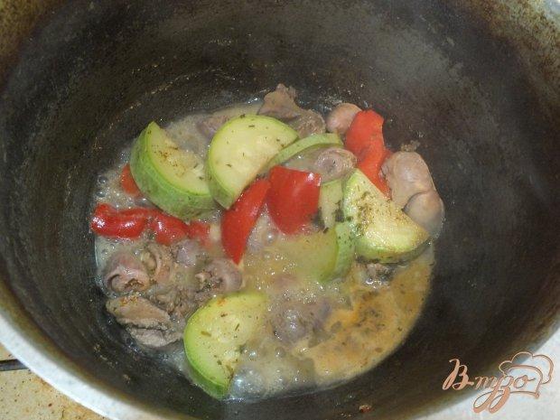 Салат из куриных сердец и желудков с перцем