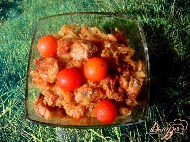 Капуста тушёная со свининой и томатом