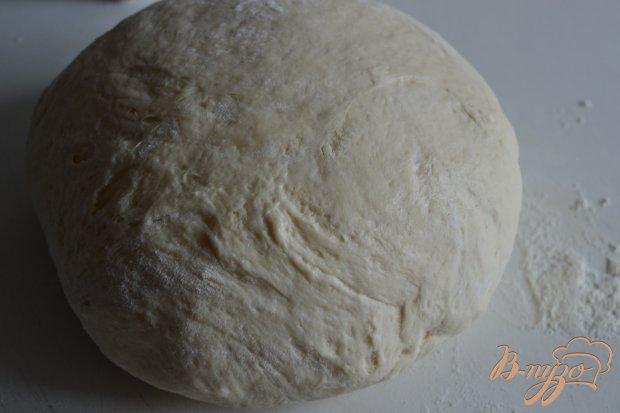 Пицца с сухой ветчиной, кусочками дыни и моцареллой
