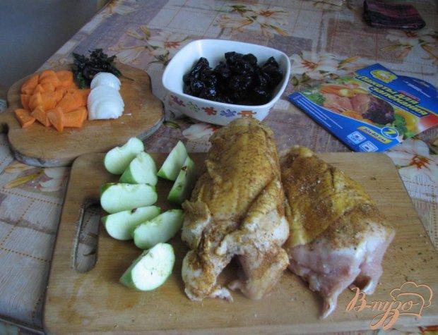 Курица, запеченная в рукаве с черносливом