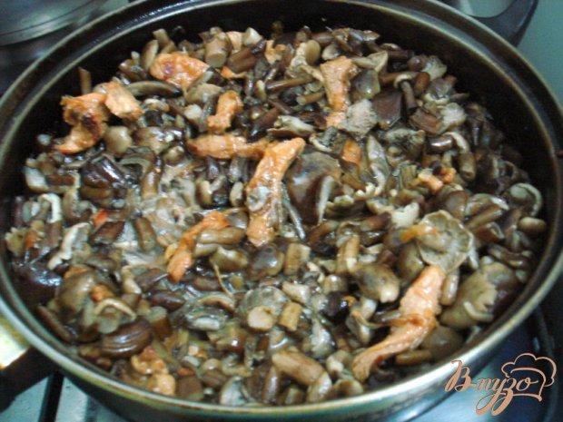 Опята со свининой в сметанном соусе