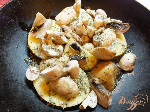 Картофель в шкурке с грибами