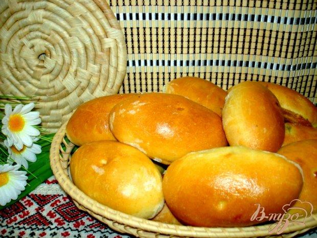 Пирожки с луком и яйцом и с начинкой из печени