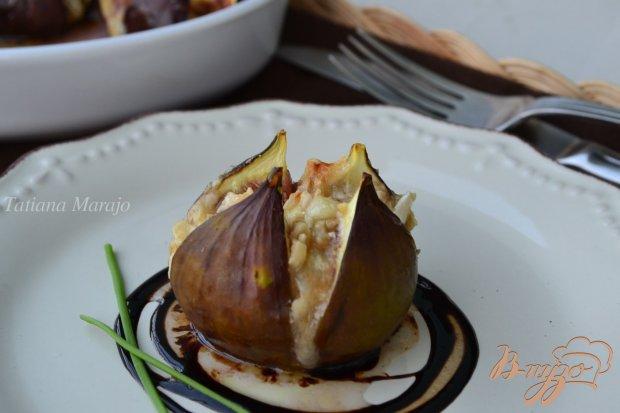 Инжир с козьим сыром и орешками