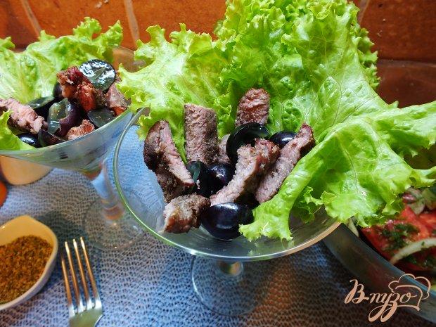 Салат с острой печеной говядиной и виноградом