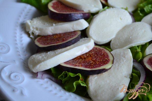 Салат с инжиром, моцареллой и сухой ветчиной