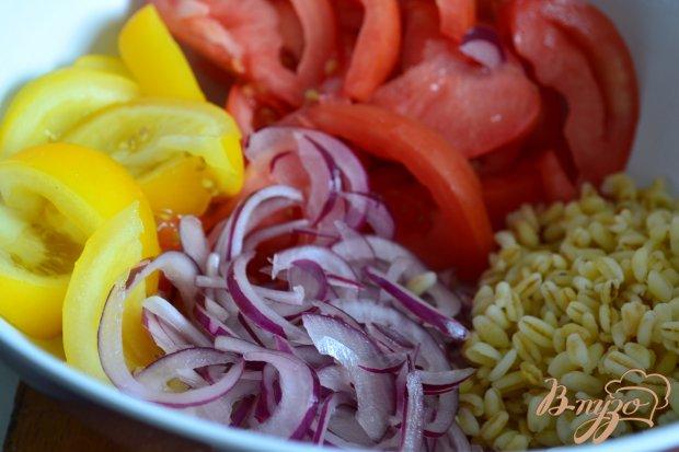 Помидорный салат с перловой крупой