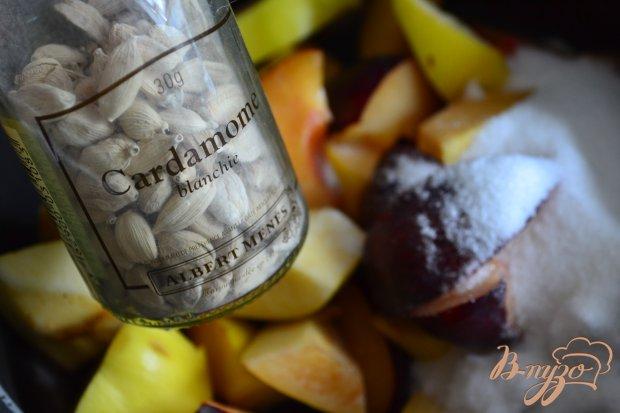 Сливово-айвовый компот с кардамоном