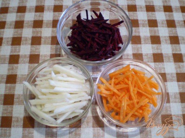 Салат с кольраби и кунжутом