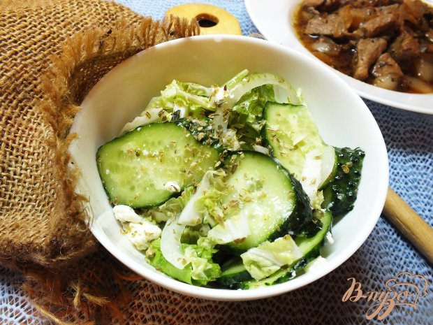 Салат из огурцов и шафраном и домашним творогом