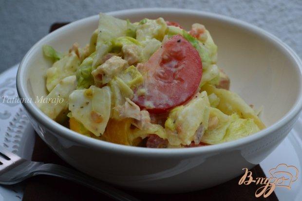 Легкий овощной салат с консервированной рыбой