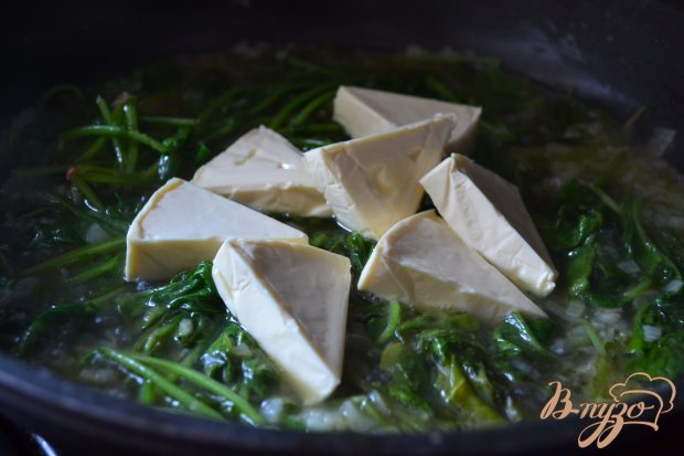 Сырный соус с ботвой редиса