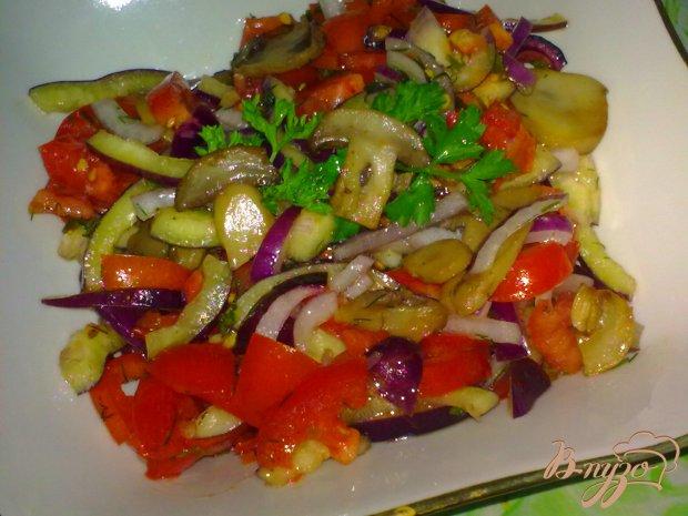 Салат из помидор с грибами