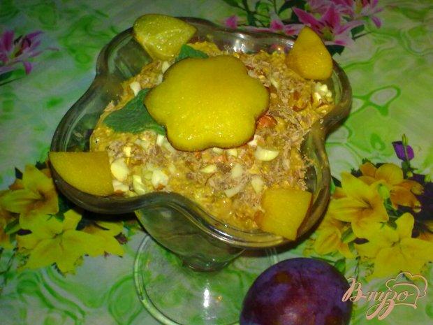 Десерт творожный со сливами