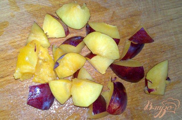 Фруктовый салатик с малиновым топингом