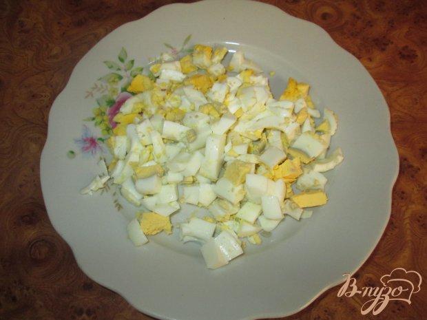 Картофельный салат с маринованными огурчиками и колбасой