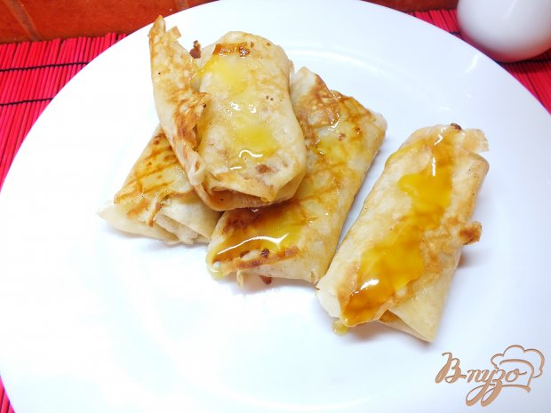 Блинчики с банановой начинкой и медом