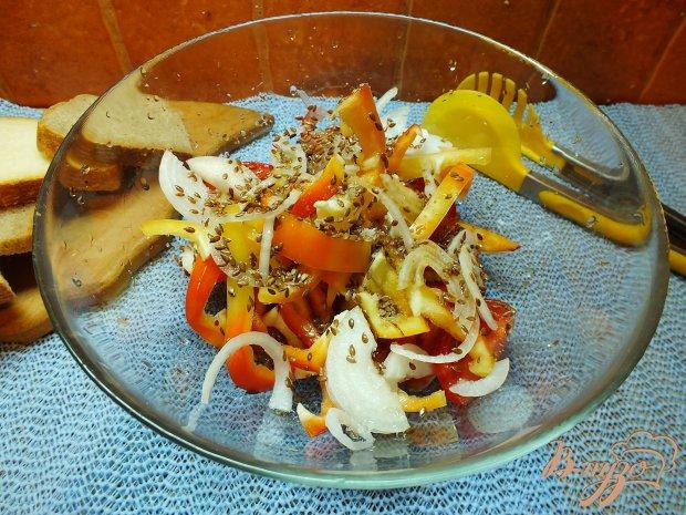 Салат из красных овощей и семян льна