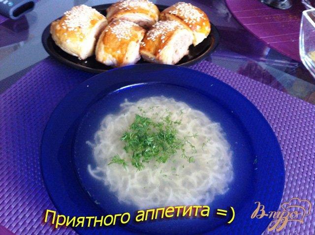Фото приготовление рецепта: Куриный бульон с вермишелью шаг №5