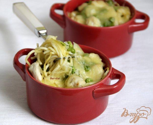 Рецепт Гнезда из спагетти с курицей, зелёным горошком в сливочном соусе