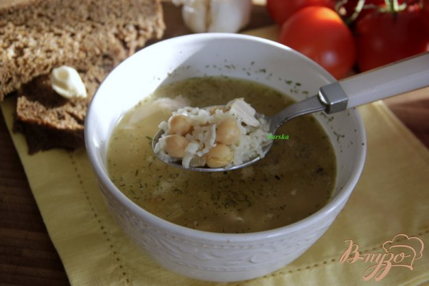 фото рецепта: Куриный суп с рисом и нутом