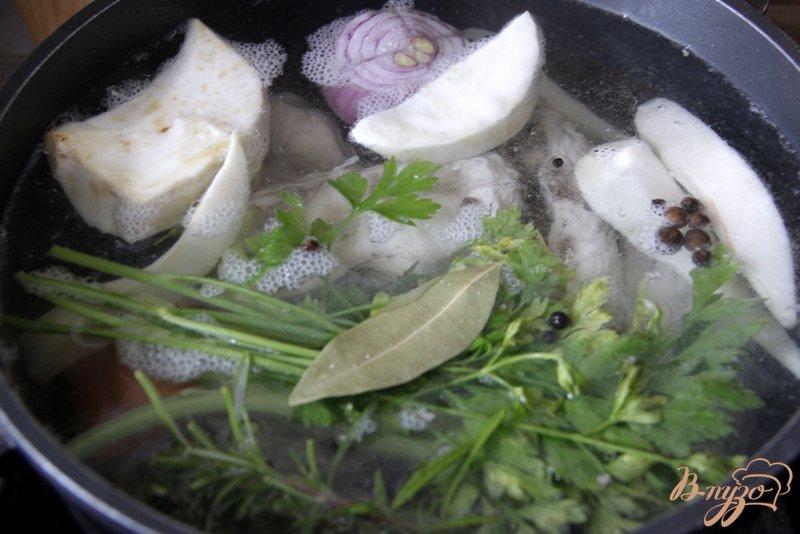 Фото приготовление рецепта: Куриный суп с рисом и нутом шаг №1