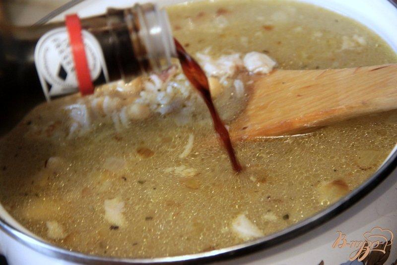 Фото приготовление рецепта: Куриный суп с рисом и нутом шаг №6