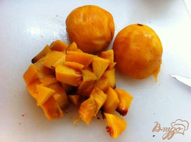 Фото приготовление рецепта: Бланманже творожный с персиками шаг №4