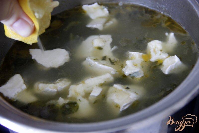 Фото приготовление рецепта: Суп-пюре со шпинатом и голубым сыром шаг №6