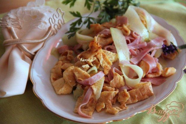 Рецепт Огуречный салат с ветчиной и омлетом