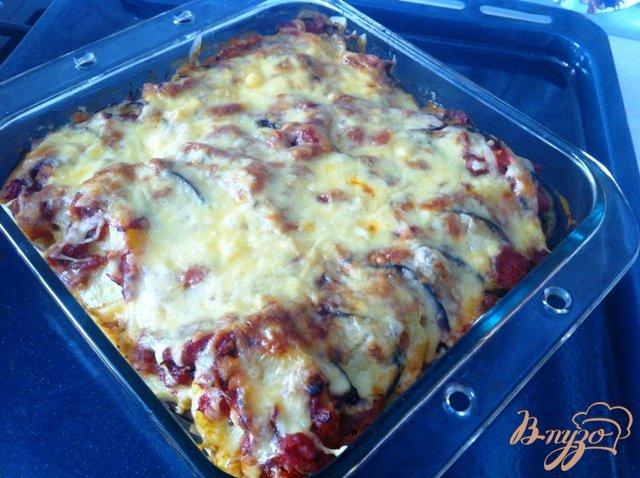 Фото приготовление рецепта: Картофельная запеканка с баклажанами и томатным соусом шаг №14