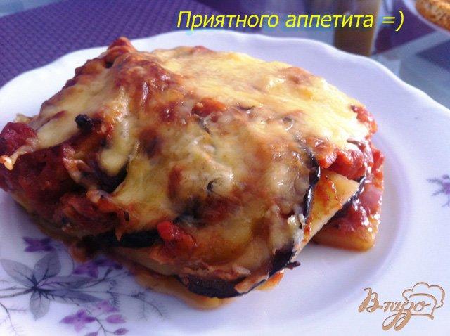 Фото приготовление рецепта: Картофельная запеканка с баклажанами и томатным соусом шаг №15