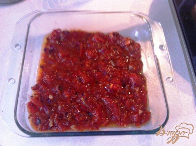 Фото приготовление рецепта: Картофельная запеканка с баклажанами и томатным соусом шаг №10