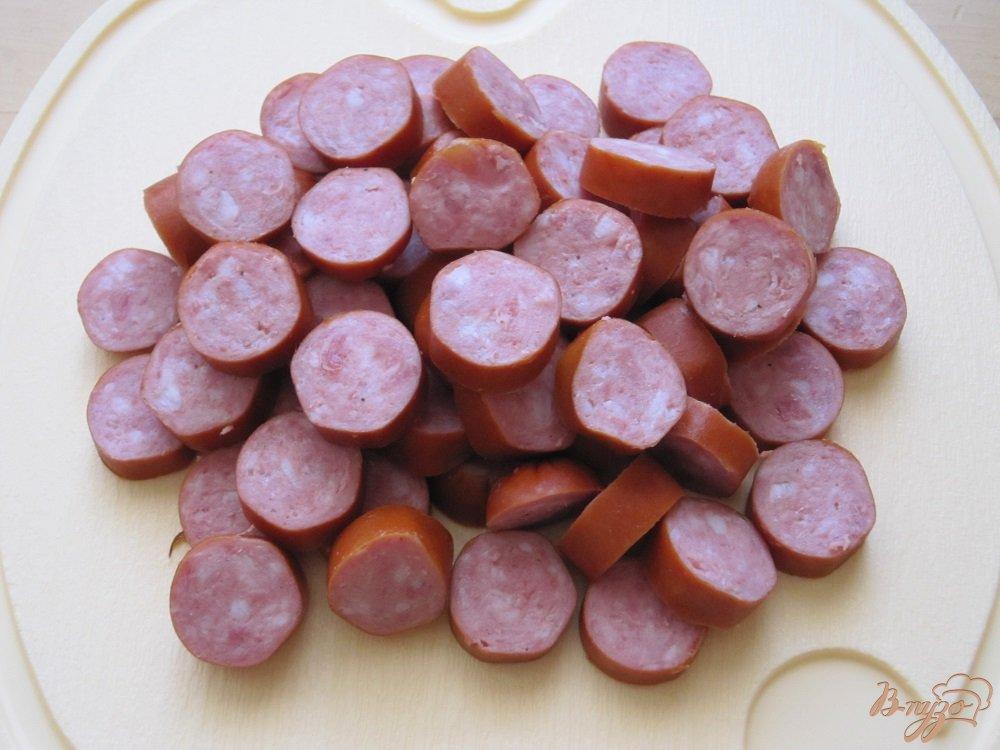 Фото приготовление рецепта: Колбаски с пастой и пармезаном шаг №2