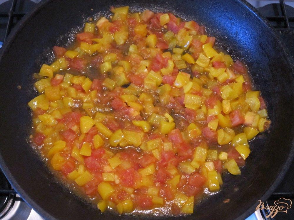 Фото приготовление рецепта: Колбаски с пастой и пармезаном шаг №6