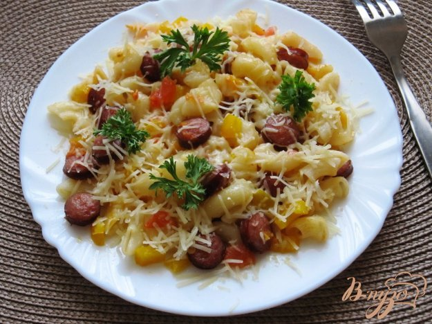 Рецепт Колбаски с пастой и пармезаном