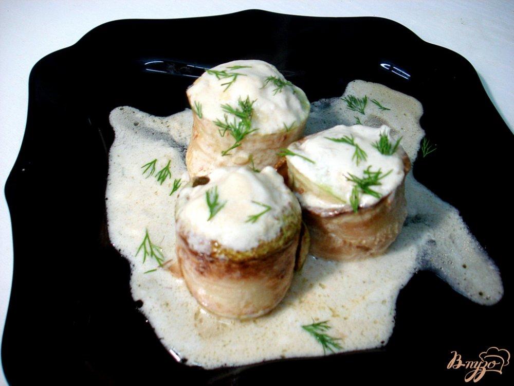 Фото приготовление рецепта: Кабачковые рулетики с фаршем в соусе шаг №11