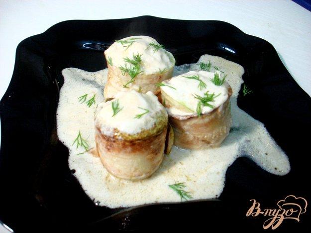 фото рецепта: Кабачковые рулетики с фаршем в соусе