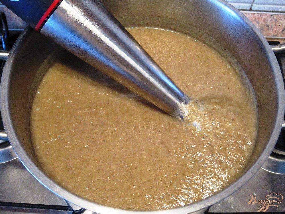 Фото приготовление рецепта: Грибной суп-пюре с гренками шаг №7