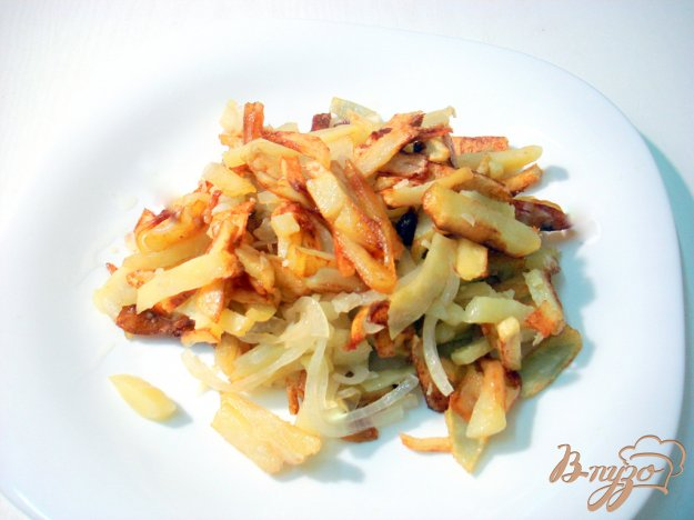 Рецепт Жареный картофель с луком и чесноком
