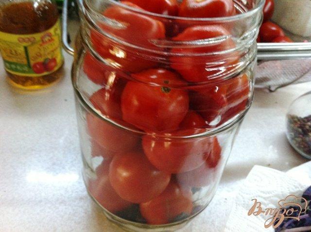 Фото приготовление рецепта: Маринованные помидоры без стерилизации шаг №4