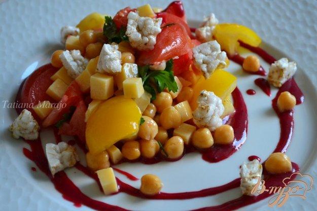 фото рецепта: Овощной салат с соусом из ежевики