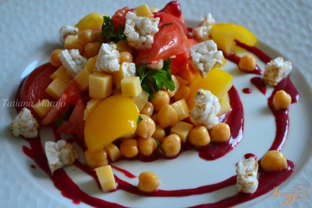 Фото приготовление рецепта: Овощной салат с соусом из ежевики шаг №6