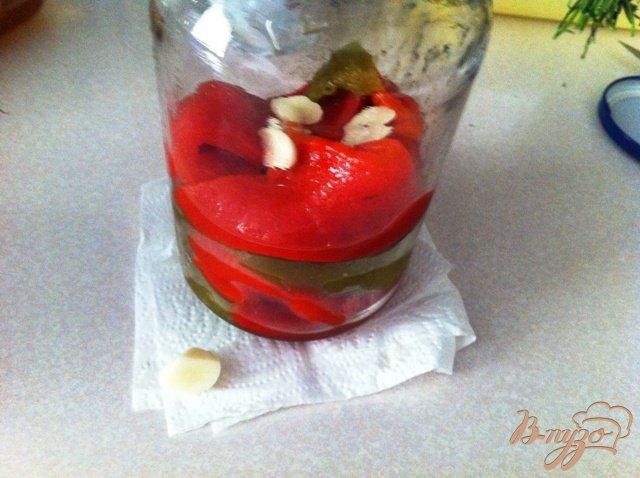 Фото приготовление рецепта: Маринованный перец с чесноком на зиму шаг №4