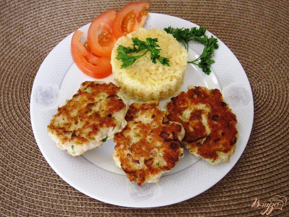 Фото приготовление рецепта: Куриные оладушки с овощами шаг №9