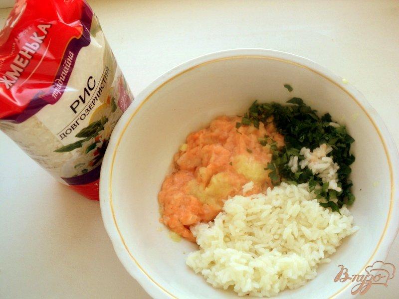 Фото приготовление рецепта: Котлеты рыбные с рисом и пикантным соусом шаг №1