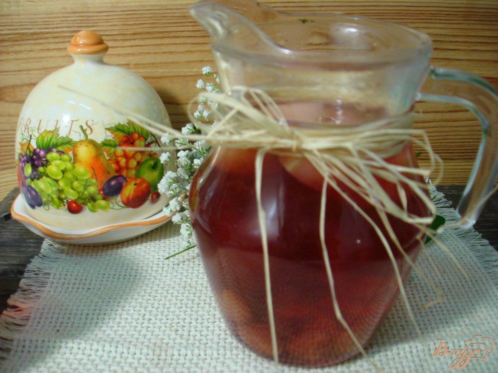 Фото приготовление рецепта: Компот из яблок и вишни шаг №5