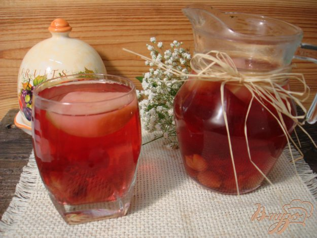 Рецепт Компот из яблок и вишни
