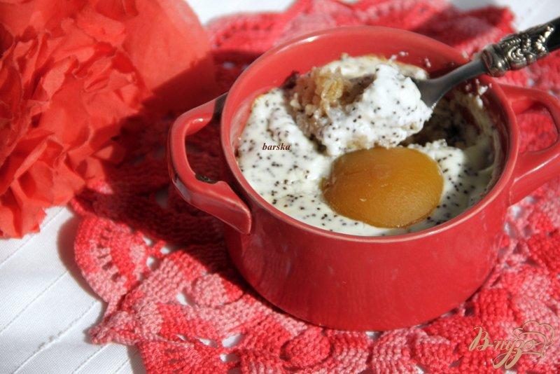 Фото приготовление рецепта: Горячие мини-запеканки с геркулесом, творогом, маком и абрикосами шаг №7