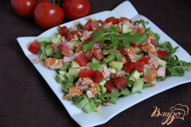 Рецепт Салат с рукколой, авокадо, красной рыбы